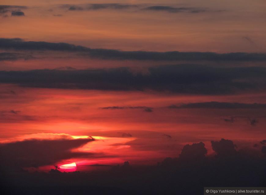 Солнце, заходящее в воды Индийского океана, под трансовое пение балийских мужчин, исполняющих танец Кечак... )))))