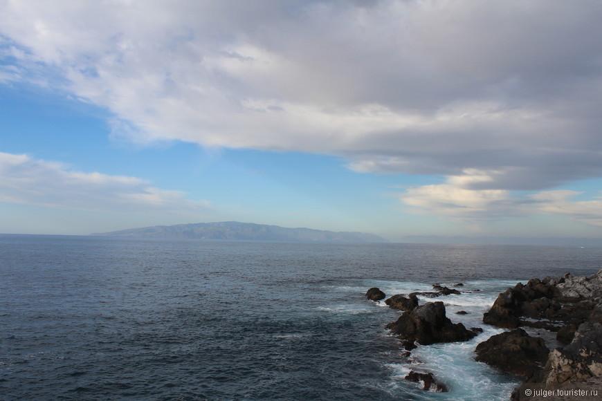 Несмотря на то, что вокруг океан, приличных пляжей здесь нет. Если захочется искупаться, то придется ехать в другое место.