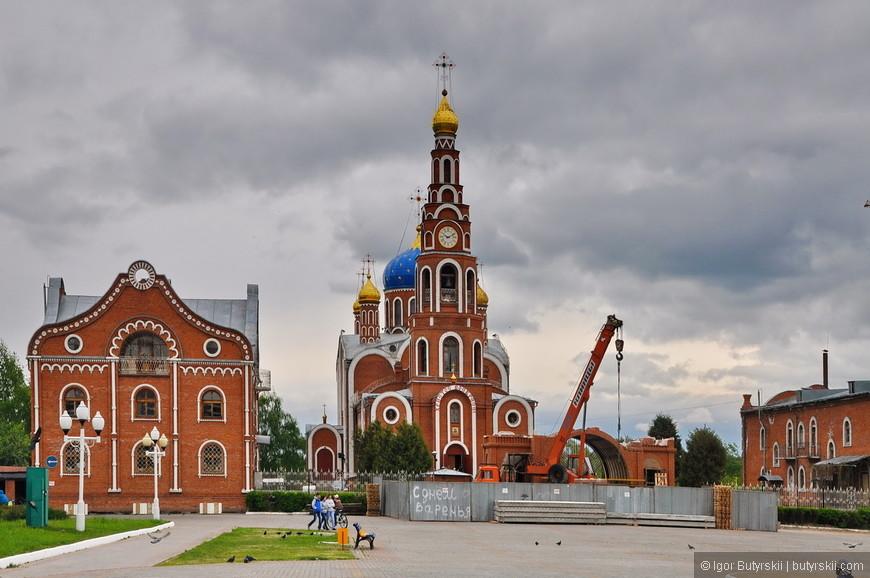 04. Собор Святого Равноапостольного князя Владимира построенный в 1994 году.
