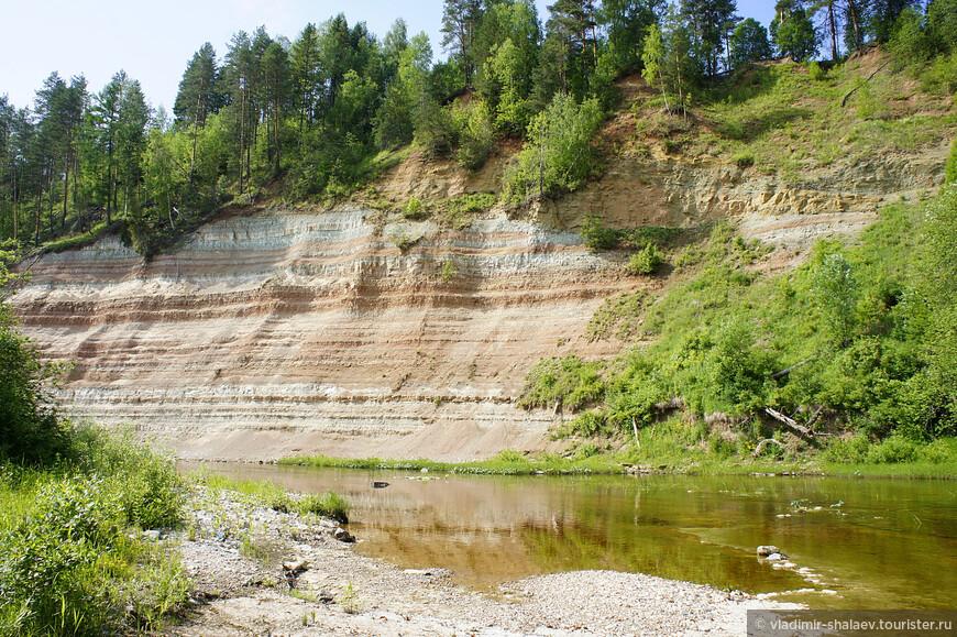Река Стрельна местами протекает по каньону.