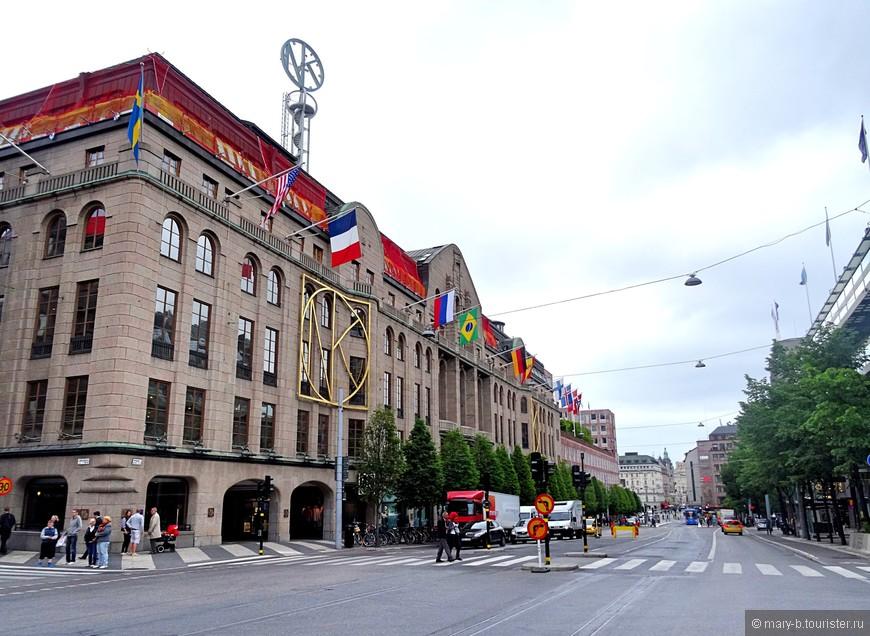 Универмаг NK в районе Нормальм имеет то же значение, что ЦУМ для Москвы и галерея Лафайетт для Парижа