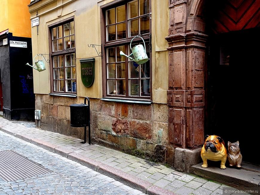 """В районе Гамла Стан встречаются исключительно симпатичные улицы - каждая со своей """"изюминкой"""""""