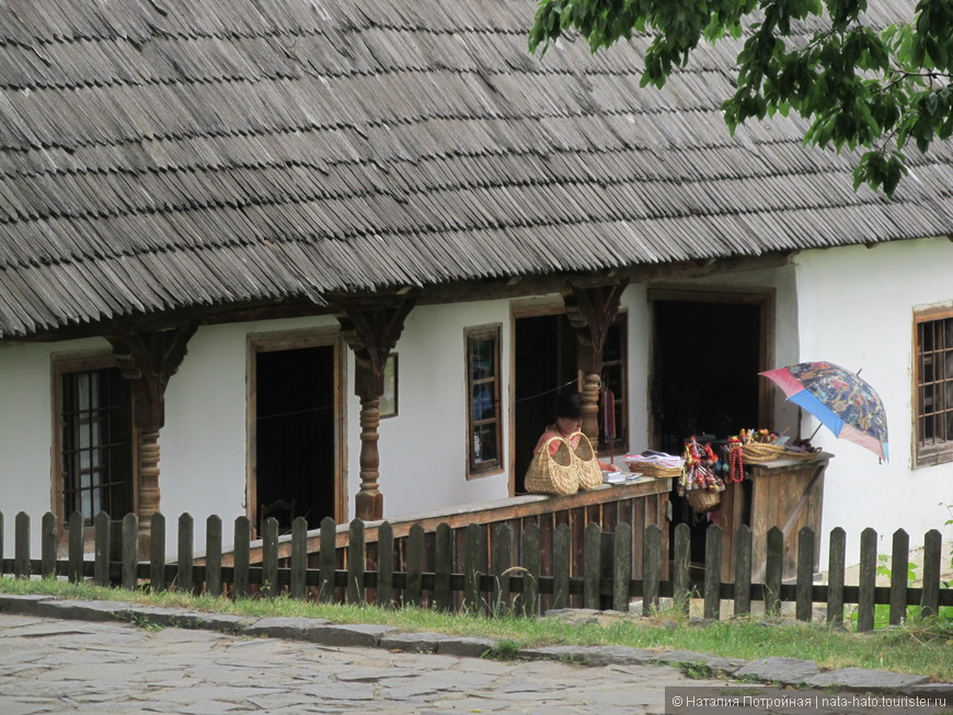 Закарпатский музей — самобытный ансамбль украинского национального наследия. Тут расположены образцы жилья и усадеб закарпатцев — долинян, бойков и гуцулов, а также усадьбы венгерского и румынского населения.