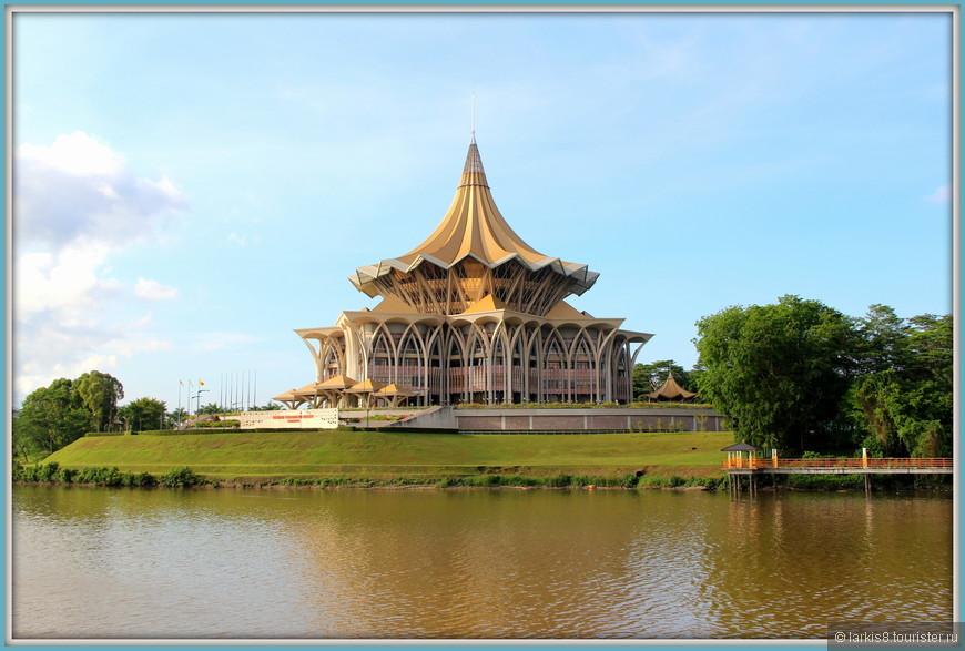 Астана- бывший дворец султана, а теперь резиденция местного правительства.