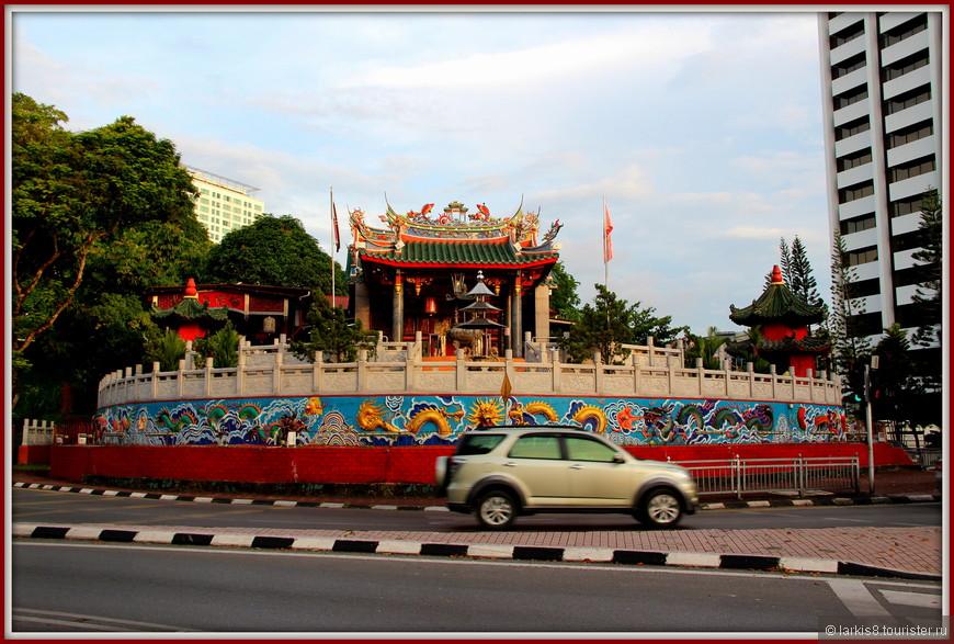 Красивый китайский храм.