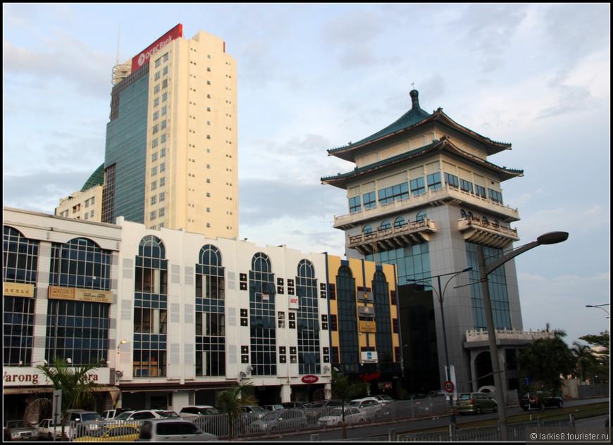 Даже современным зданиям пытаются придать азиатского колорита.