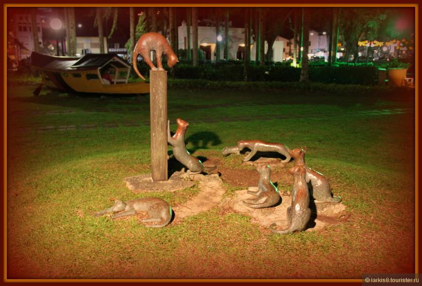 А это - еще один памятник кошечкам на набережной около кафе.