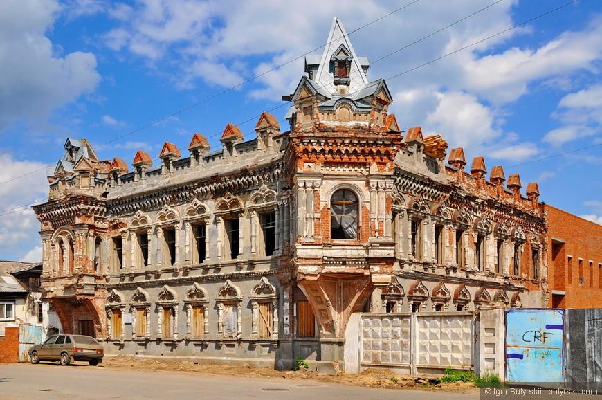 11. Трудно представить такое здание в таком состоянии в Европе, например. Но в России все возможно. Мы лучше панельный дом построит или ТЦ.