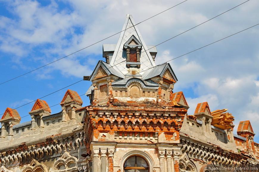 13. Хотя стоит отметить, что это здание все же делают. Перекладывают крышу. Заеду сюда через пару лет, надо будет посмотреть, что изменится.