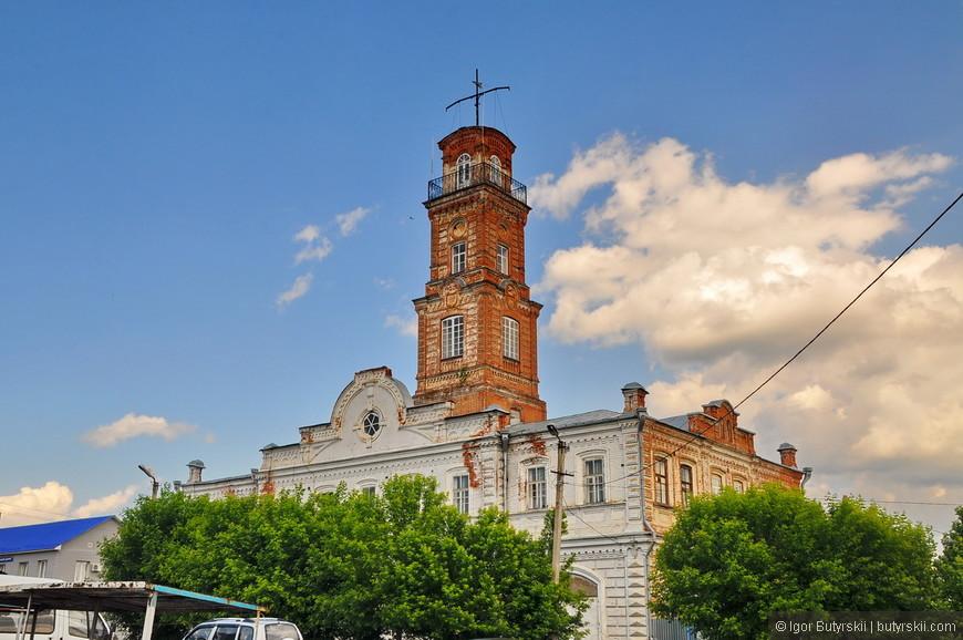 32. Пожарная каланча, единственная в Удмуртии, одна из немногих, сохранившихся в архитектуре Урала (1887).