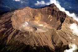 Пять аэропортов Индонезии закрылись из-за извержения вулкана