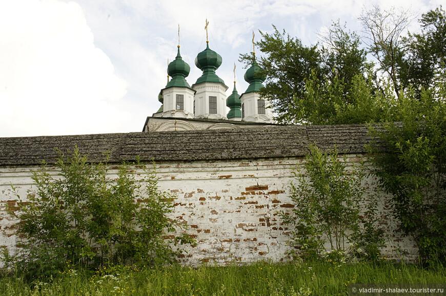 Стены ограды монастыря (середина XVIII в.)