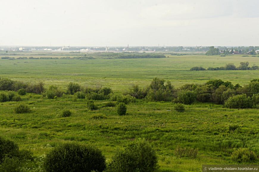 От Морозовицы до Великого Устюга примерно четыре километра по этому полю.