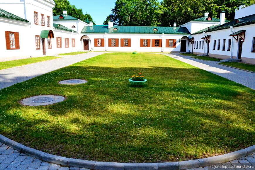 В 2010г. был учрежден благотворительный фонд «Северные Афины», амбициозной задачей которого стало возрождение былого величия усадьбы-дворца, а также привлечение в Залесье туристов.