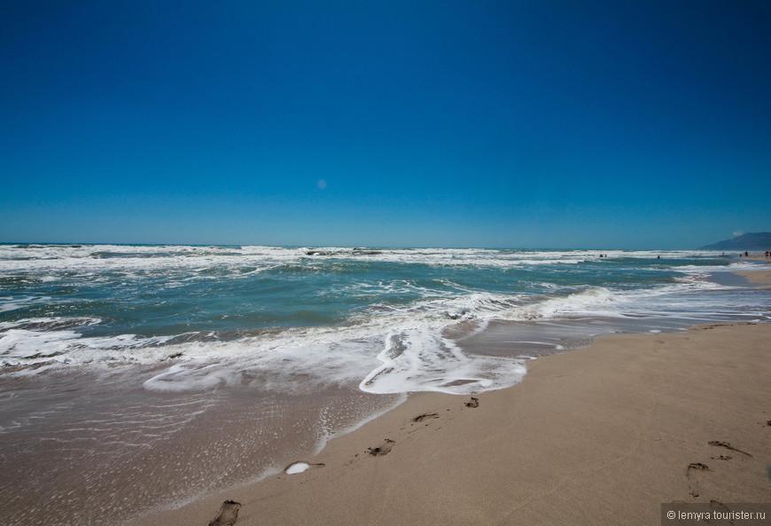 поражает своей силой и вместе с ветром ощущаешь, что находишься далеко в пустыне или где-то на острове!
