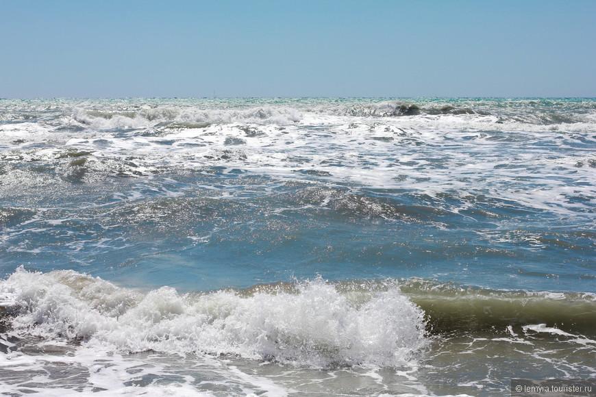 дикие волны выглядят слегка устрашающе!