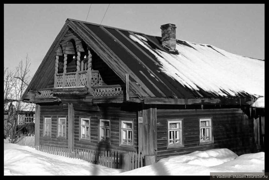 Попалась на глаза фотография прошлого века Уильяма нашего Брумфилда. Есть у меня подозрения, что это один и тот же дом.