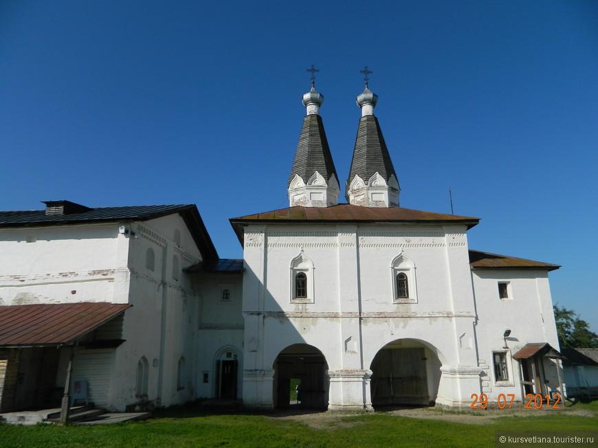 Входная группа Ферапонтова монастыря