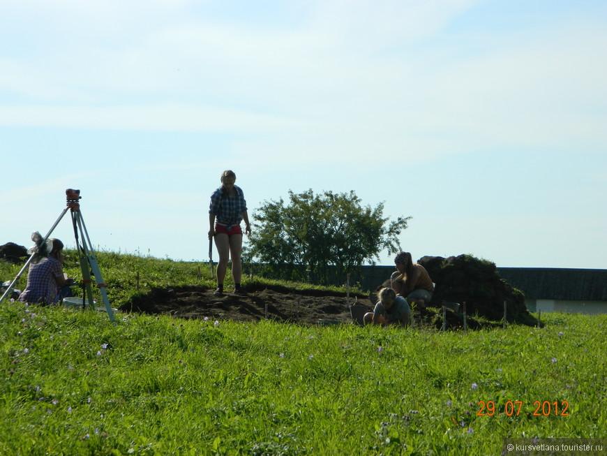 На территории монастыря проводятся археологические раскопки