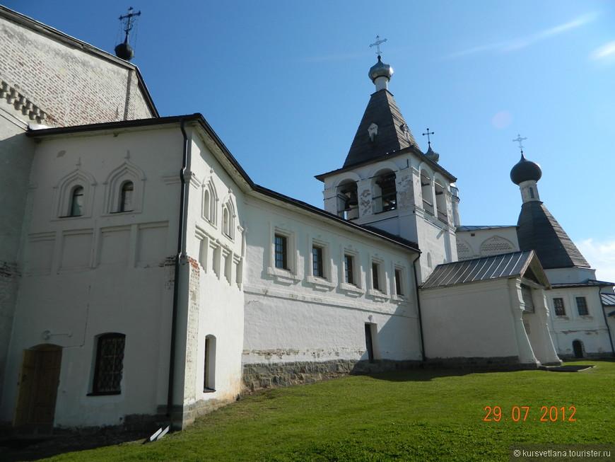 Собор Рождества Богородицы и шатровая церковь