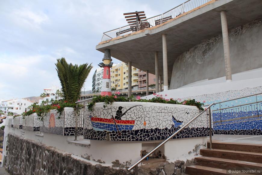 Знаменитая канарская мозаика. Ей украшено почти каждое здание на островах.