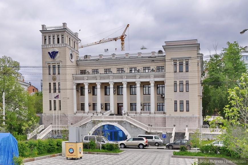 05. Здания на Волжском проспекте считаются очень престижными, здесь и офисы крупных компаний и роскошные рестораны и дорогие квартиры.