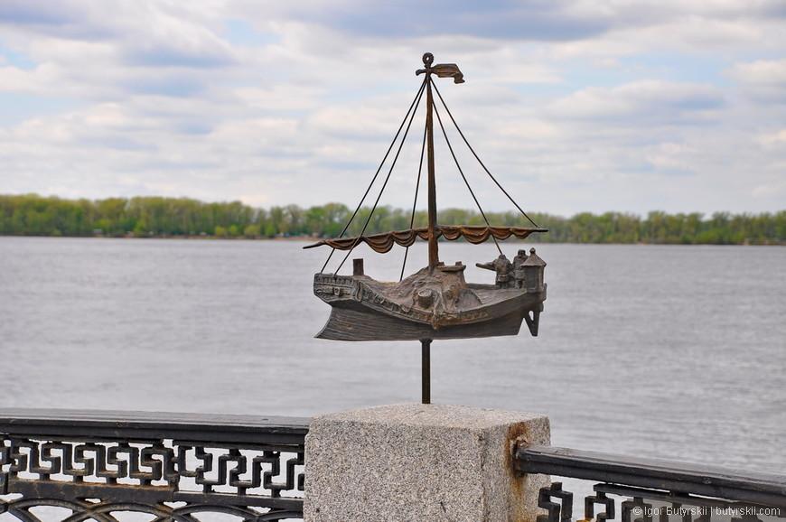 13. Кораблик который тащат бурлаки не такой уж и большой.