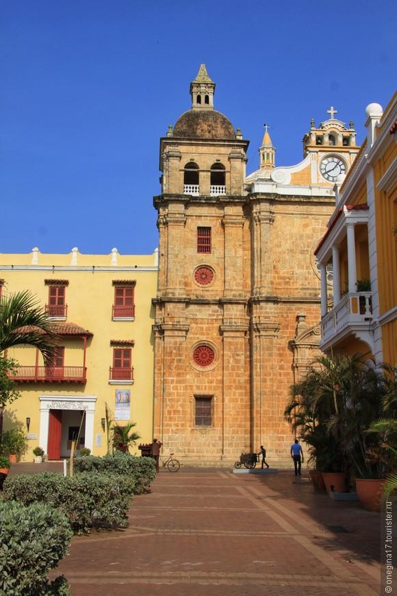 Дорога от площади Таможни к собору Сан Педро Клавер. Собор тоже старожил Картахены и назван в честь защитника всех рабов - Святого Педро, Сан Педро.
