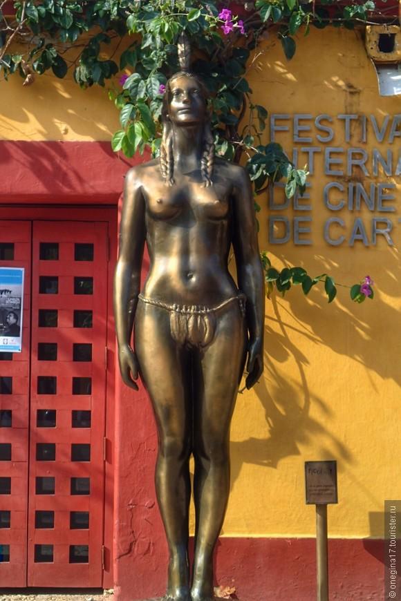 Главная женщина Картахены - Индиа-Каталина, настоящий символ города. Простая индианка, сделавшая для своего народа много добра, ставшая переводчицей у Педро Эредиа и умело смягчавшая суровый и вспыльчивый нрав конкистадоров.