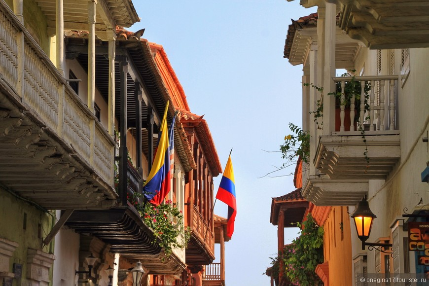 И юбки у Картахены повторяют цвета государственного флага...