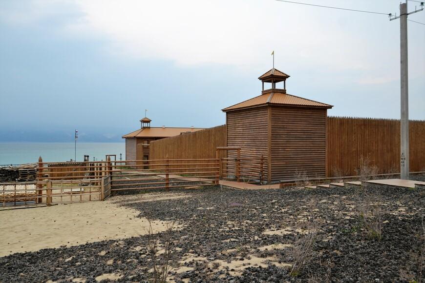 В стиле Острога на берегу такой отель можно увидеть