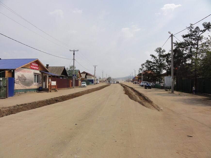 Центральная улица поселка Хужир. Самый крупный поселок на всем острове!
