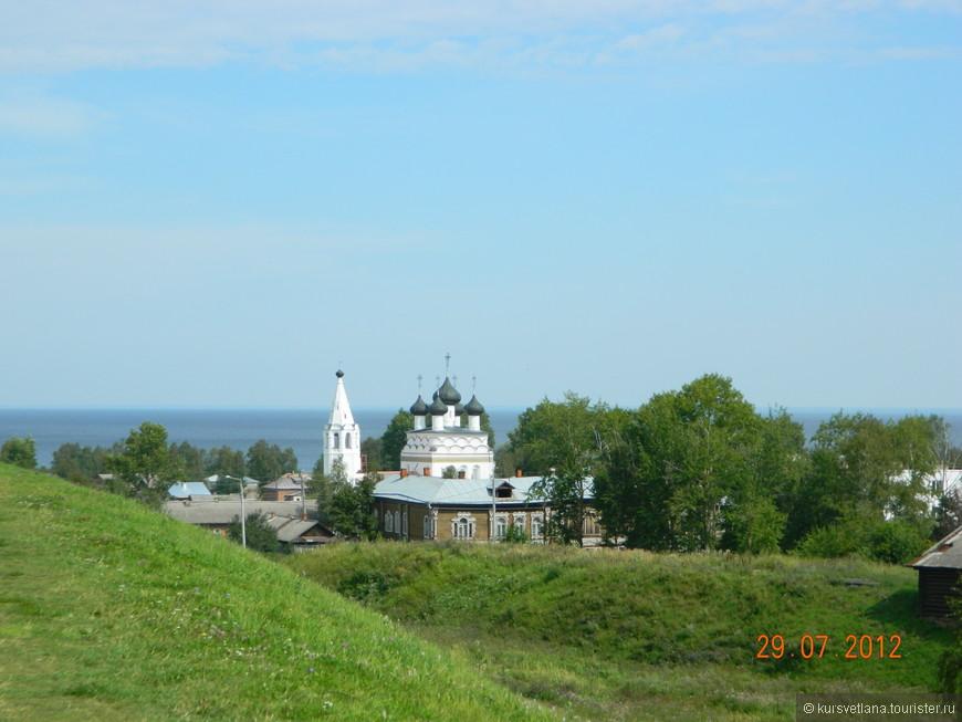 Церковь Всемилостейшего Спаса и Белое озеро (вид с вала)