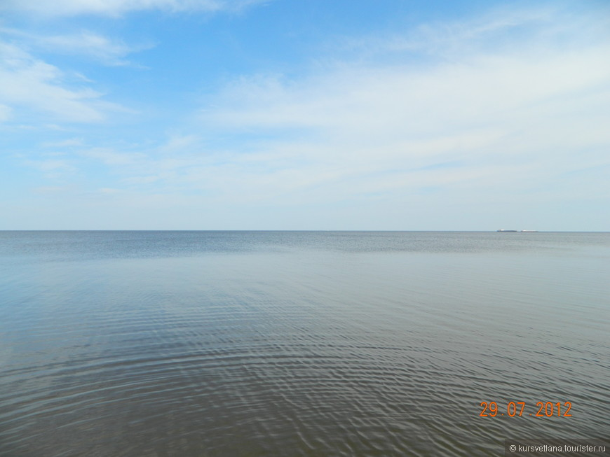 Белое озеро напоминает море))))