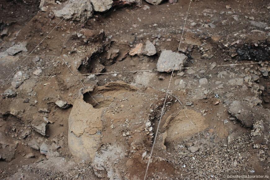 Археологические раскопки в пещере Арени