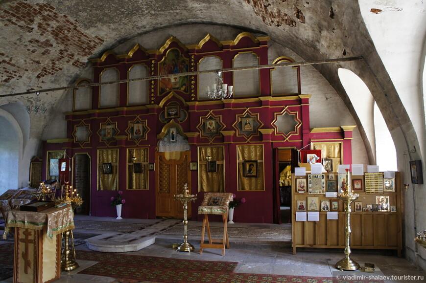 Так выглядит храм внутри.