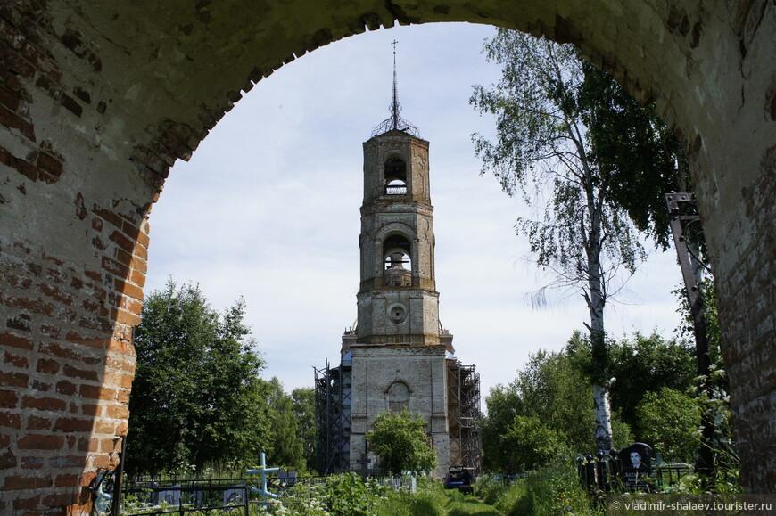 Василевская церковь была заложена в 1794г. закончено строительство в 1807г. в короткий срок времени при ручном труде из местного материала.
