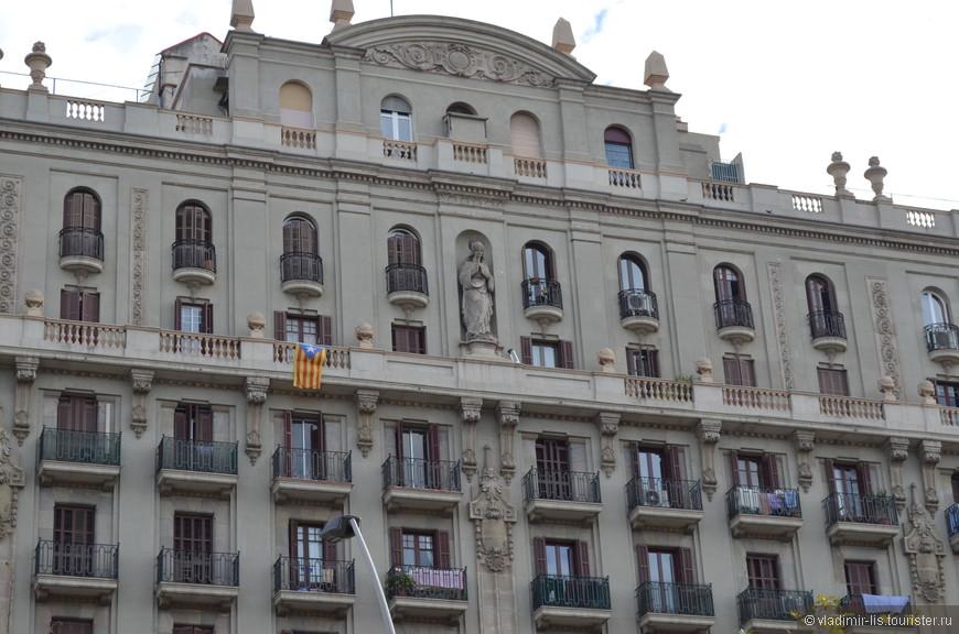 Edifici de la Concepció - масштабное помпезное здание
