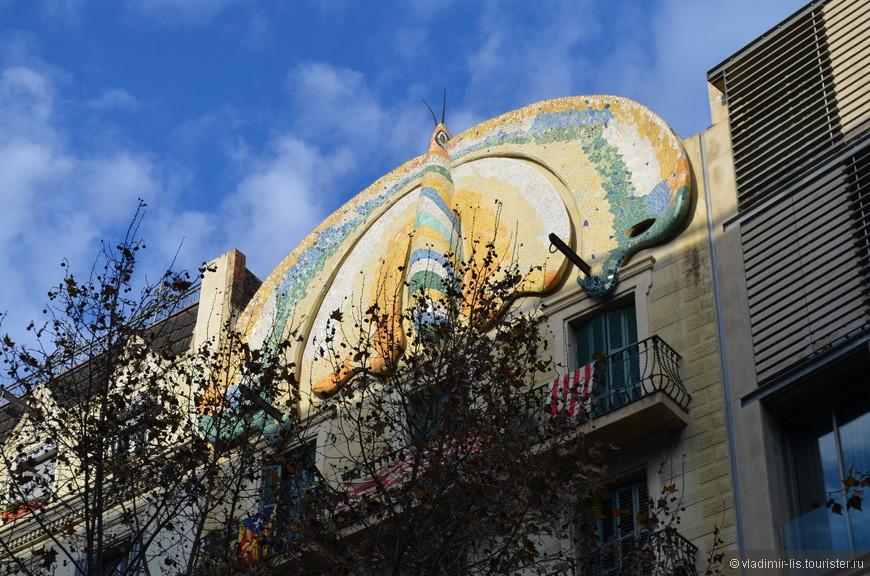 Вот она, во всей красе! Дом  FAJOL O DE LA PAPALLONA. Очень оригинальный фасад