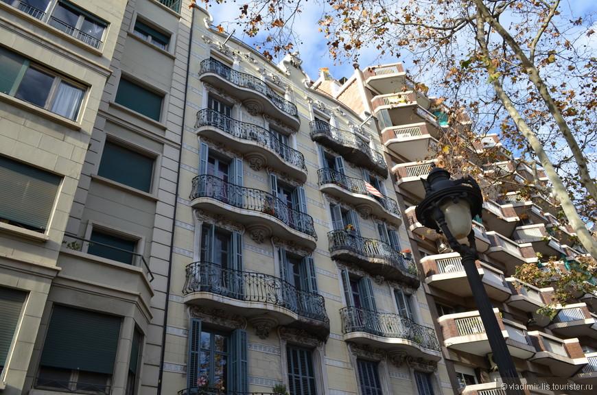Начинается... один из сотен примеров модернизма Каталонии с великолепной удивительной лепниной и причудливыми балкончиками