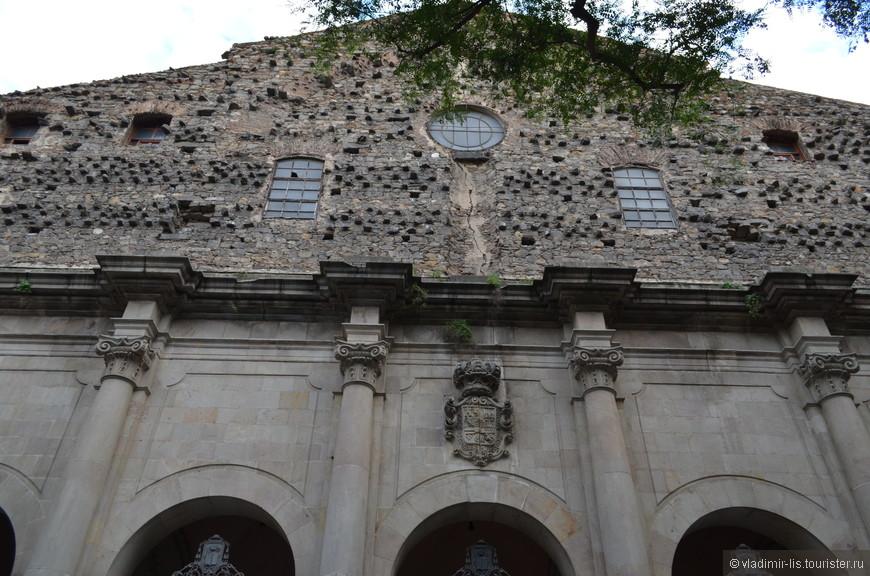 Церковь DE SANT AGUSTÍ NOU в районе Раваль. Так скажем, одно из коронных блюд Раваля