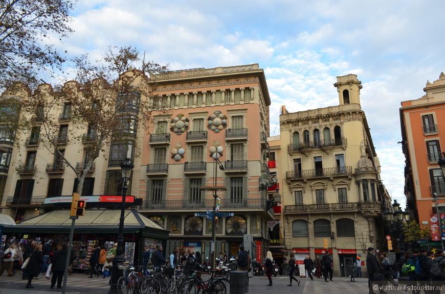 """Из лабиринтов улочек выбрался в """"сердце"""" исторического центра Барселоны. Кусочек Рамблы и Дом Bruno Cuadros"""