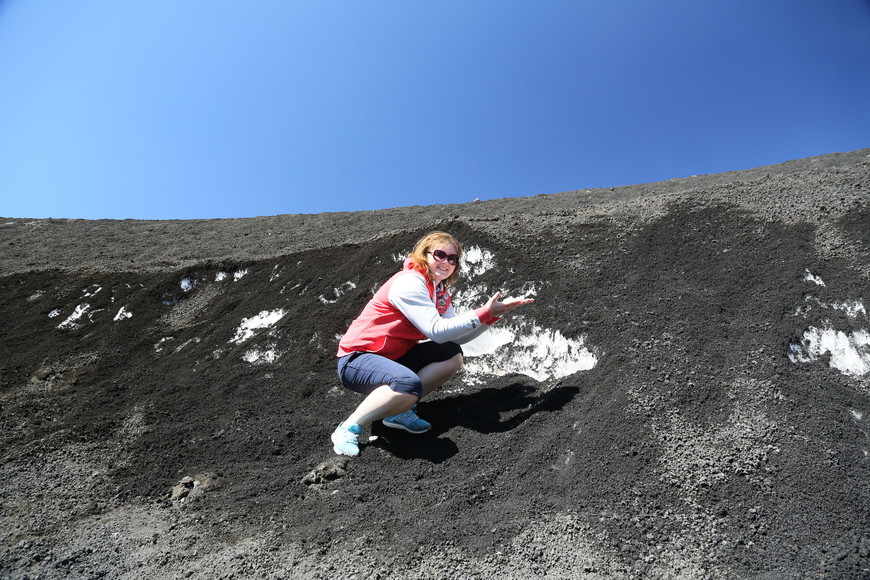 В одном из кратеров увидели снег и решили убедиться.