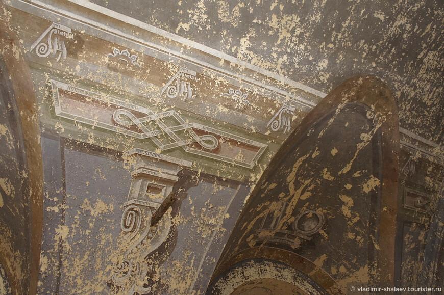 Остатки стенной росписи.церкви.