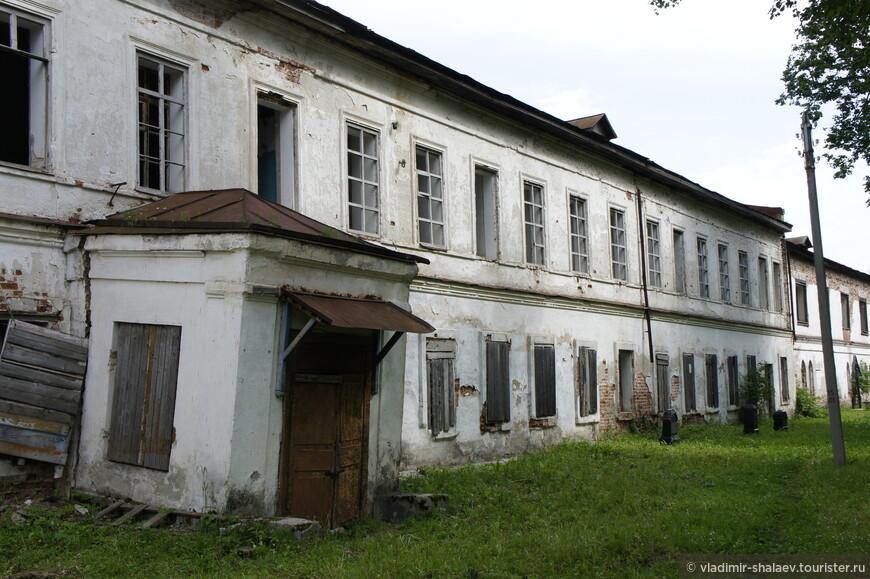 Здание настоятельских и братских келий.