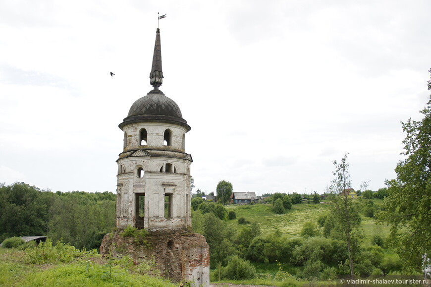 Башня монастырской ограды.