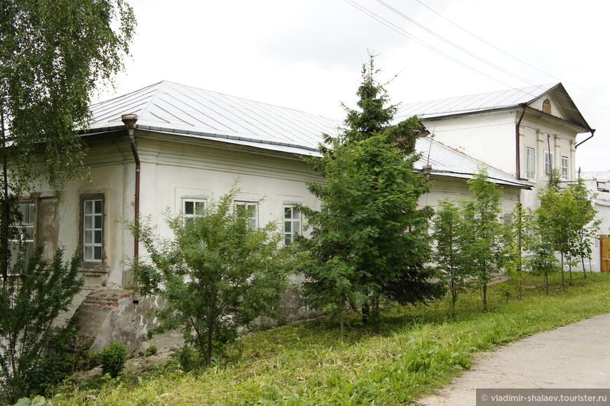 Келейный корпус Спасо-Суморина монастыря.