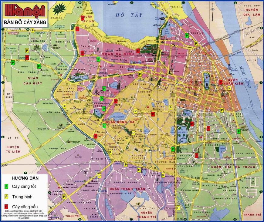 Современный Ханой состоит из десяти районов -quận (они выделены на карте разными цветами) и восемнадцати уездов - huyện, - это бывшие сельские территории, примкнувшие к городу. В мегаполисе, входящем в состав 15 самых больших и в 10-ку самых привлекательных городов Юго-Восточной Азии, сегодня проживает свыше 5 млн. жителей. В городе много мелких ремесленных улочек. Улочка, на которой мы побываем в этой фото прогулке, расположена недалеко от реки. Сразу скажу, что улица Pho Bao Linh абсолютно ничем не примечательная. мы попали на нее случайно. Зато здесь мы увидим жизнь простых ханойцев.