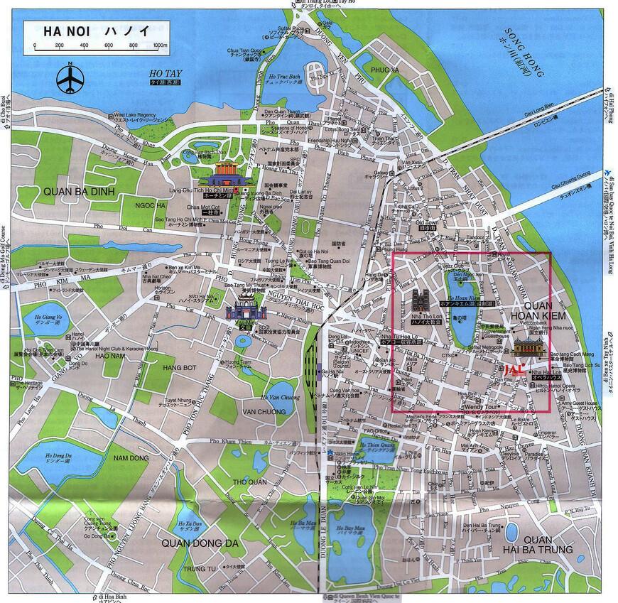 """Мы рады, что чуть-чуть познакомились с не туристическим Ханоем. Хотя, уверен, что пытливому туристу, обладающему временем, в паутине ханойских улиц и переулков можно найти еще очень много интересного. У нас, к сожалению, времени было совсем немного — мы провели в городе лишь два дня из всего путешествия. Вот так выглядит карта города с указанием основных улиц. А прямоугольником выделен район, где обычно """"тусуются"""" иностранные туристы — называют этот район """"36 старых улиц"""". Как выяснилось, иногда полезно заглядывать и за рамки, очерченные для большинства туристов. Хотя бы для того, чтобы местные жители удивились, а что вы тут делаете?"""