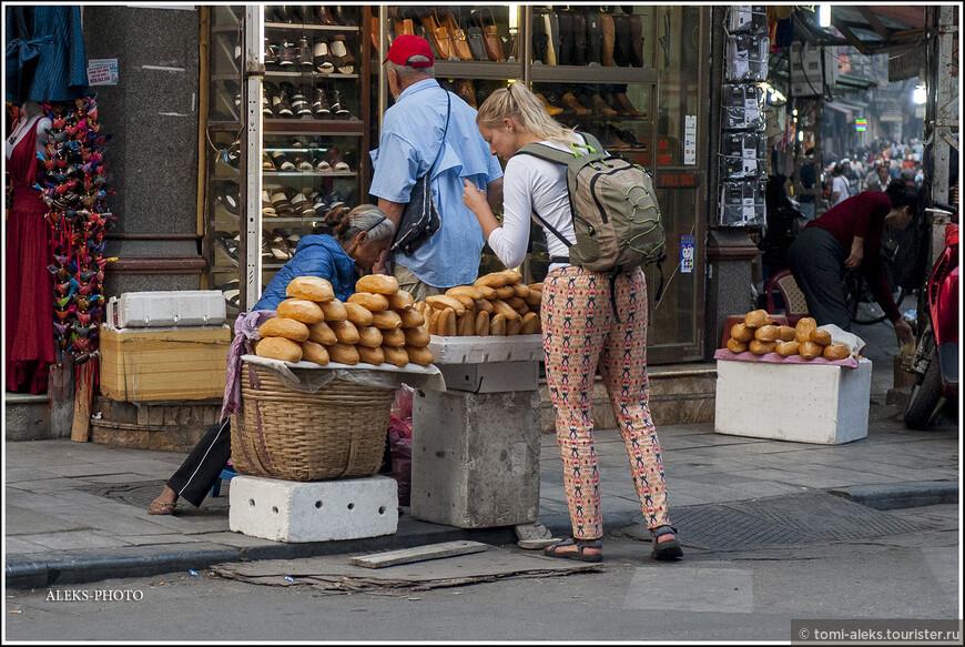 Багет - так во Вьетнаме принято называть хлеб. Если вы спросите у вьетнамского продавца хлеб именно тем словом, которым он именуется в английском, продавец недоуменно пожмет плечами. И лишь услышав от вас французское слово, предложит вам хрустящий батон...
